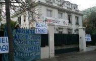Mujeres se toman acceso a RN en apoyo a comuneros en huelga de hambre