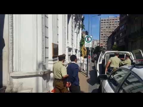 Tres detenidos tras robar tienda en mall de Santiago: estaban dentro del local cuando cerró