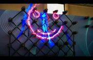 Hélices en movimiento conforman imágenes 3D